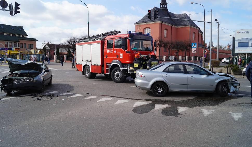 Film do artykułu: Kolizja na skrzyżowaniu ulic Bogusławskiego i Piłsudskiego w Ostrołęce. Jedna osoba trafiła do szpitala