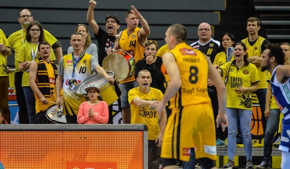 Film do artykułu: Kibice na koszykarskim meczu Trefla Sopot z Anwilem Włocławek w Ergo Arenie [zdjęcia]