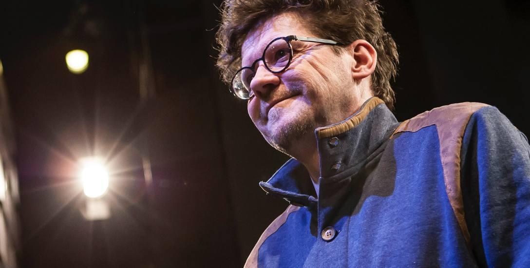 """Wojciech Malajkat, choć pierwszą swą główną rolą w """"Pięknej nieznajomej"""" zaprezentował się jako amant, potem stworzył na dużym ekranie wizerunek sympatycznego"""