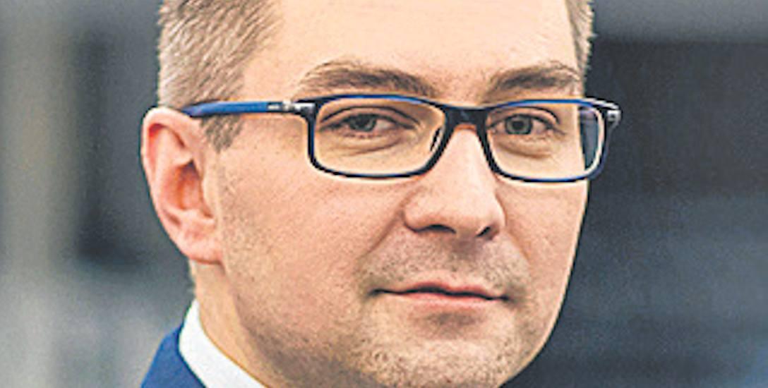 Dzień Polonii i Polaków za Granicą. Rozmowa z Sebastianem Tyrakowskim, wicedyrektorem gdyńskiego Muzeum Emigracji
