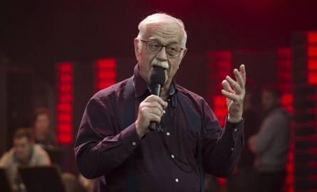 """Jan Pietrzak na próbie przed koncertem """"Z PRL-u do Polski"""", który ma być podsumowaniem 50-lecia Kabaretu """"Pod Egidą""""."""