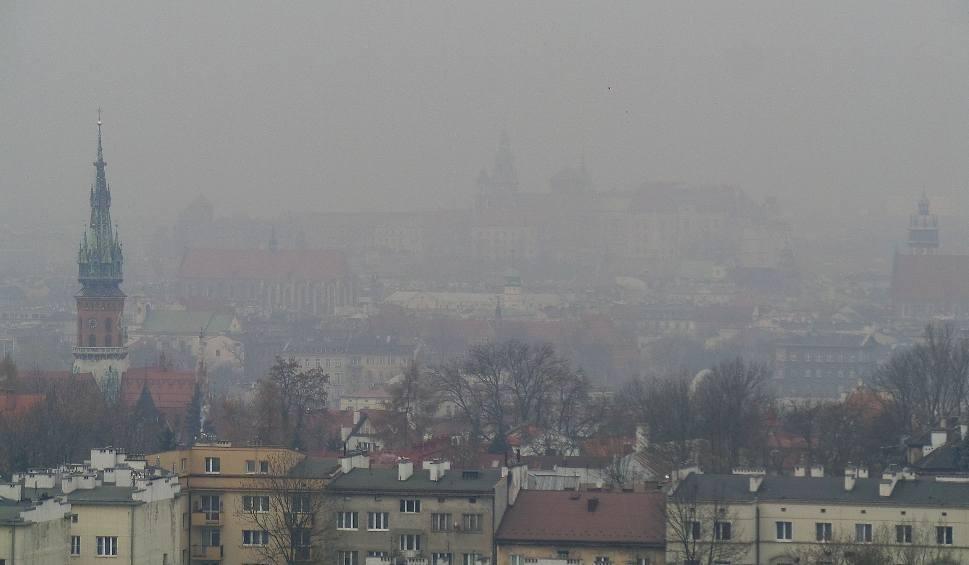 Film do artykułu: Smog nad Krakowem! Obowiązuje I stopień zagrożenia zanieczyszczeniem powietrza