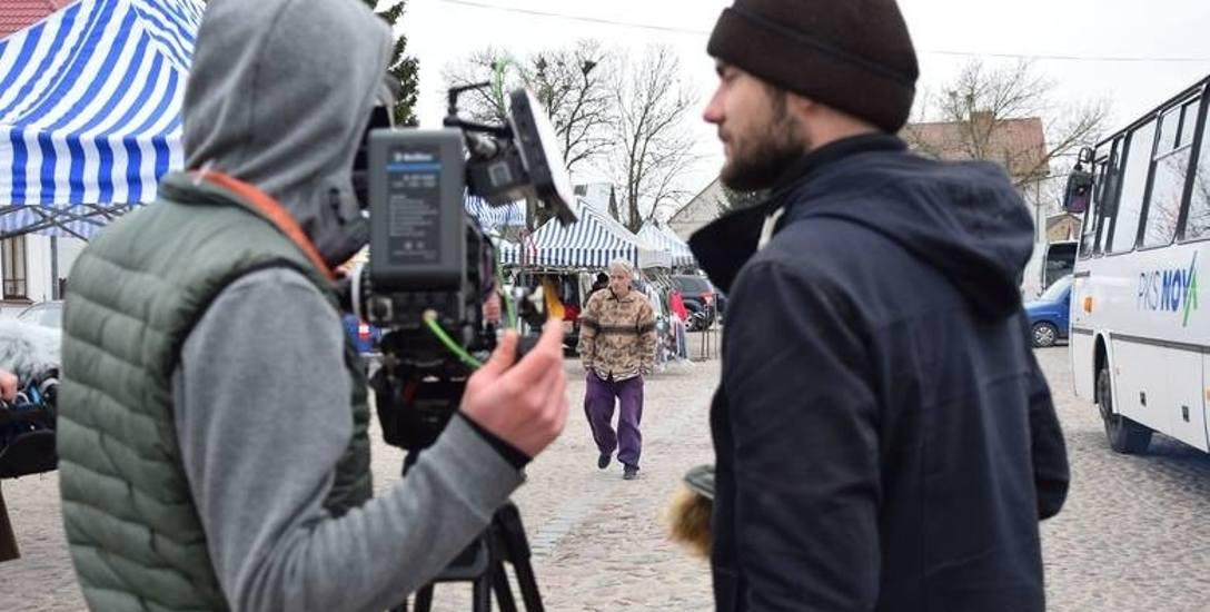 Za kamerą Kuba Urbański - asystent operatora, w środku - Artur Krajewski, aktor, po prawej - Jan Bujnowski, twórca scenariusza filmu sprawdza, jak wypadł