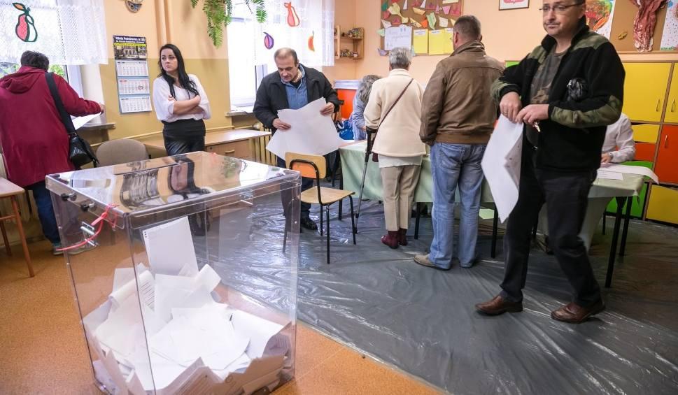 Film do artykułu: Wybory samorządowe 2018. Rekordowa frekwencja w gminie Wielka Wieś. Sięga blisko 70 procent