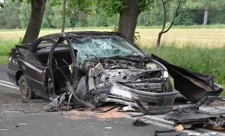 Tragiczny wypadek pod Sulechowem. Opel wypadł z drogi, pasażer nie żyje (zdjęcia, wideo)