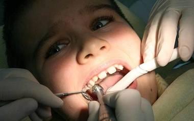 Dentyści z dentobusa: Są dzieci, które zęby myją tylko w sobotę
