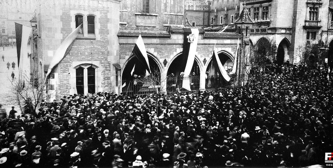 Odwach na krakowskim Rynku Głównym 31 października w obiektywie Adama Karasia