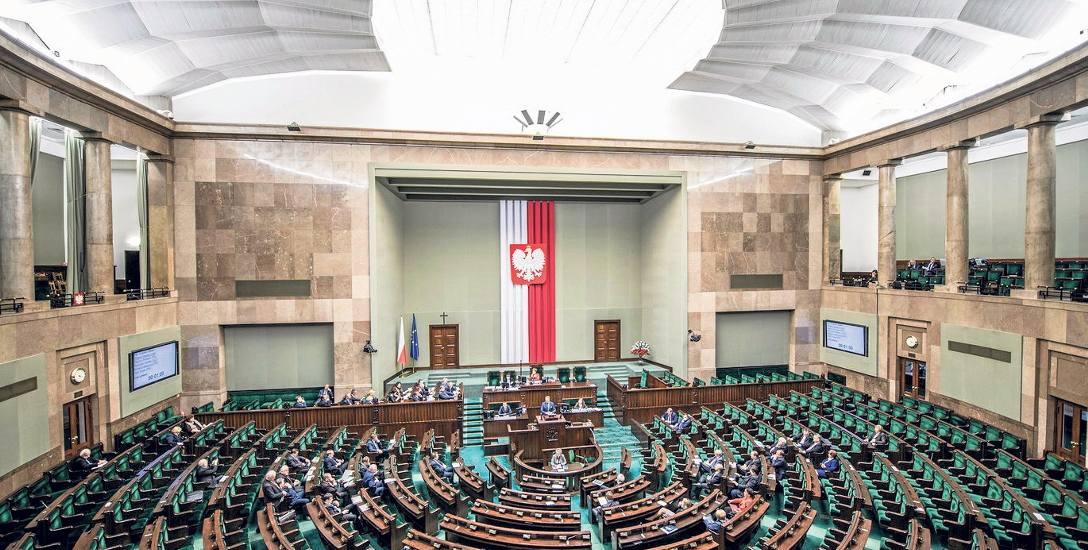 Konstytucja RP została uchwalona przez Zgromadzenie Narodowe 2 kwietnia 1997 roku i przyjęta w referendum 25 maja 1997 roku.