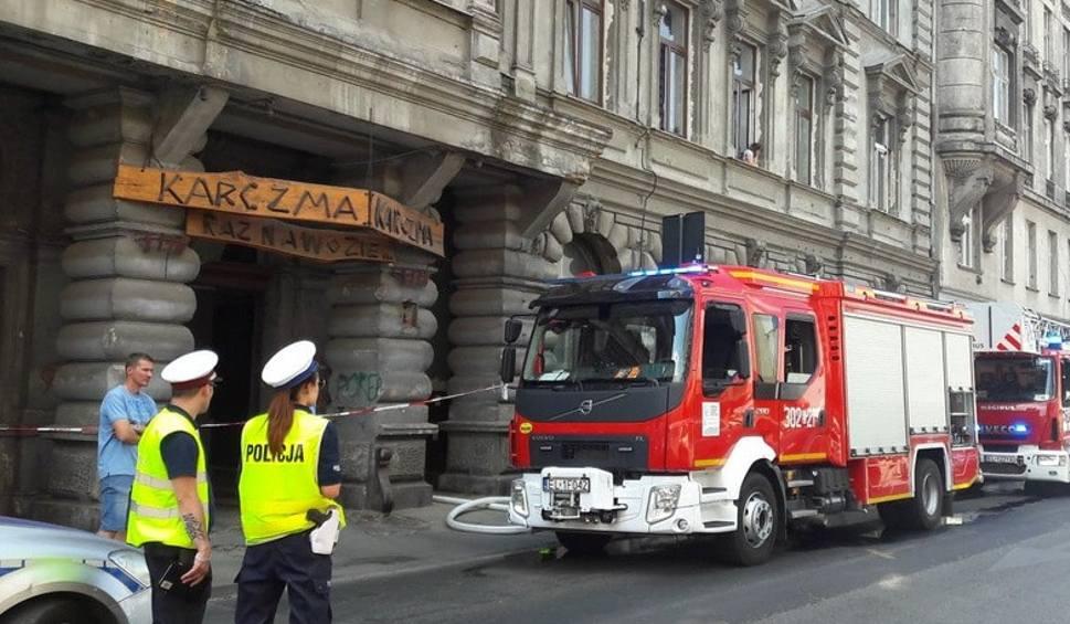 Film do artykułu: Pożar mieszkania w centrum Łodzi. Ewakuwano lokatorów. Zamknięto ulicę [zdjęcia]