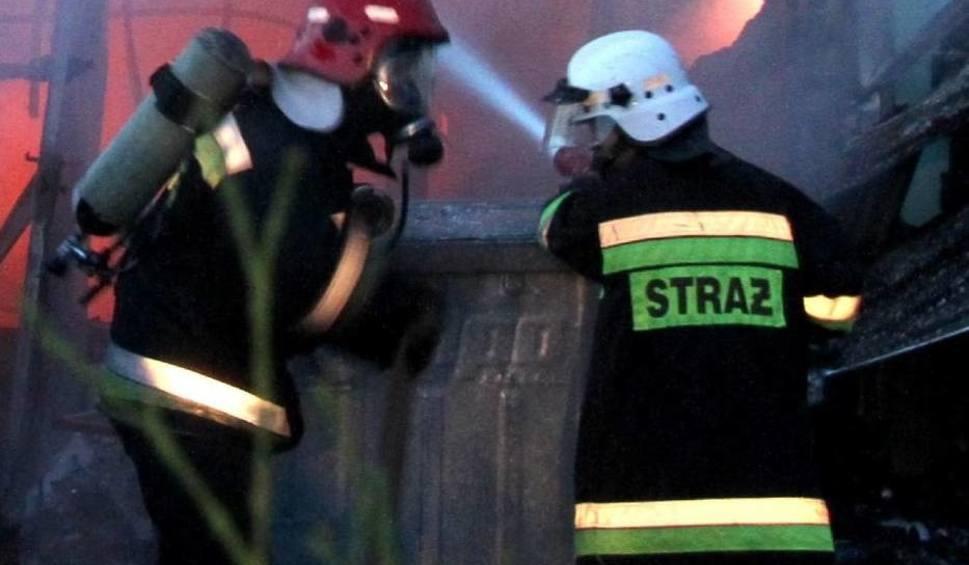 Film do artykułu: Bugaj. Pożar baraku mieszkalnego. Jedna osoba zginęła, osiem osób w szpitalu, w tym sześcioro dzieci