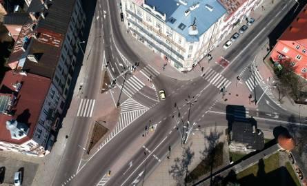 Zamarł ruch pieszych i samochodów w Przemyślu. Zobaczcie zdjęcia miasta z lotu ptaka.Zobacz też: Koronawirus na Podkarpaciu. Kolejki przed sklepami w