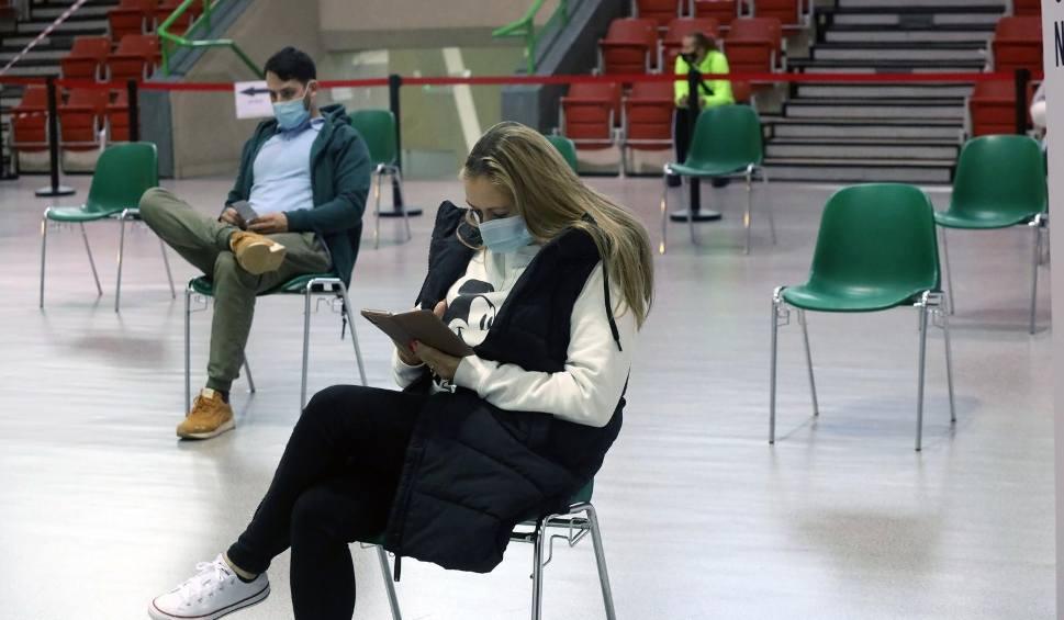 Film do artykułu: Koronawirus. 5 nowych zakażeń na Podkarpaciu, zmarły 2 osoby. W Polsce - 215 przypadków i 52 zgony [RAPORT, 15.06]