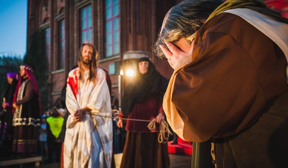 Film do artykułu: Sąd nad Jezusem w Gdańsku 2019. Misterium Męki Pańskiej w Wielki Piątek, 19 kwietnia. Misterium gdańskie [zdjęcia, wideo]
