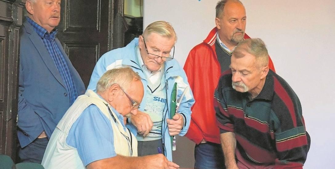 Mieszkańcy licznie stawili się na spotkanie z projektantem i wnosili uwagi do przedstawionych planów