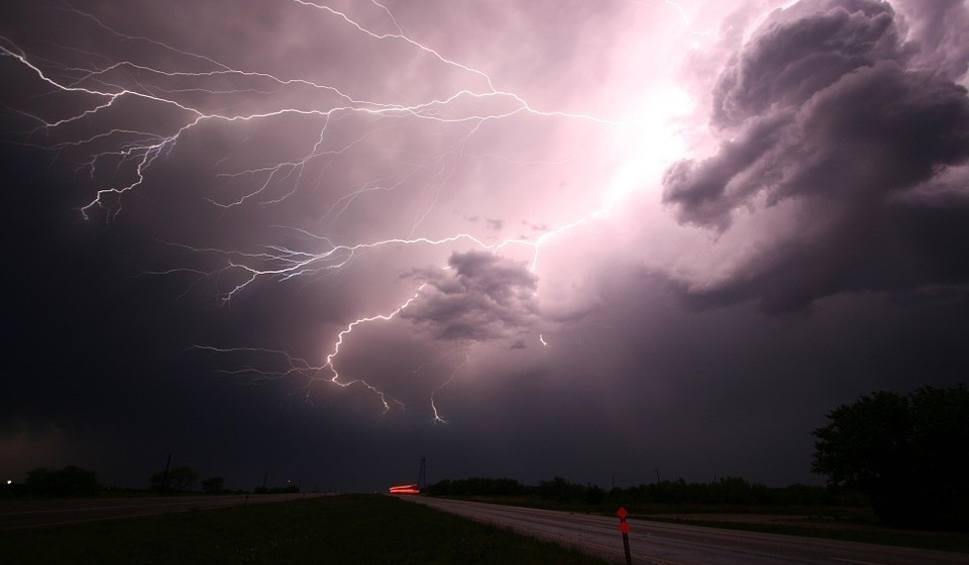 Film do artykułu: Gdzie jest burza radar online. Burze w Polsce 16 sierpnia - mapa burzowa. Sprawdź radar burzowy i ostrzeżenia meteorologiczne