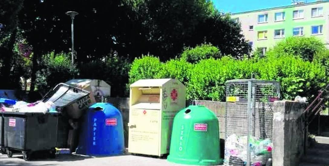 Mieszkanka Zatorza skarży się na problem podrzucania śmieci.