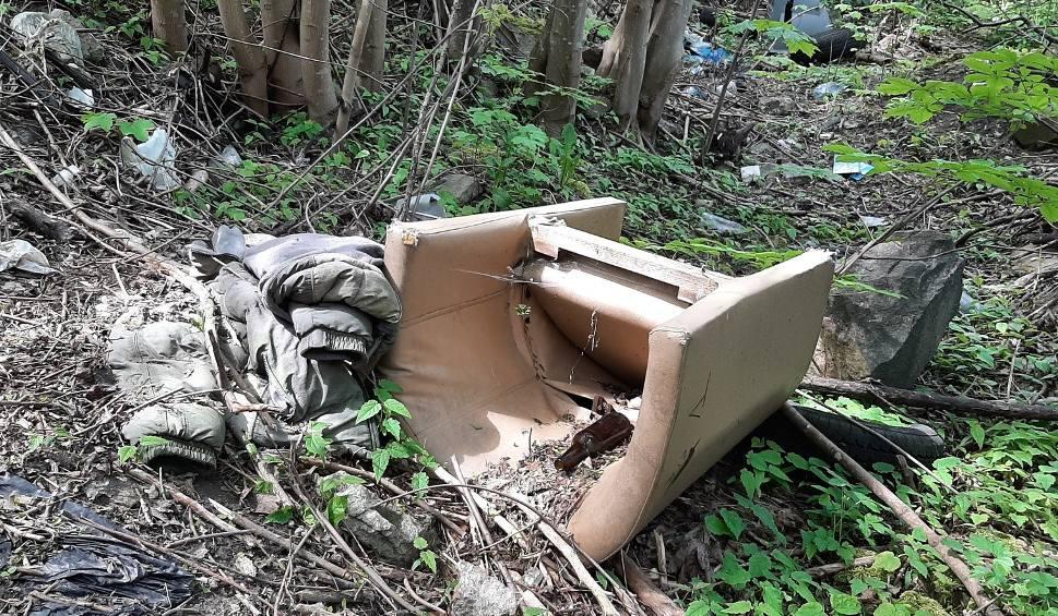 Film do artykułu: Skarg na dzikie wysypiska w mieście wciąż przybywa [ZDJĘCIA]