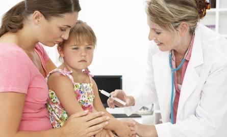 Rodzice na szczepionki przeciw  pneumokokom wydawali w Polsce 65 mln zł rocznie.