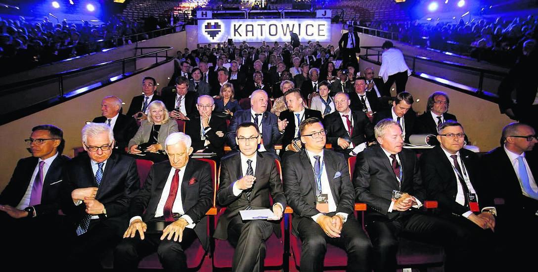 W I rzędzie od prawej: Kazimierz Karolczak, Jarosław Wieczorek, Wojciech Saługa, Marcin Krupa, Wojciech Kuśpik i Jerzy Buzek