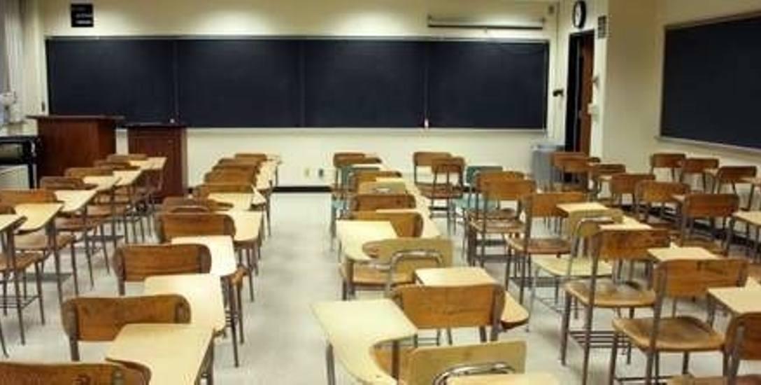 Płoniawy-Bramura. Oburzona czytelniczka: dlaczego dzieci sprzątały szkołę?