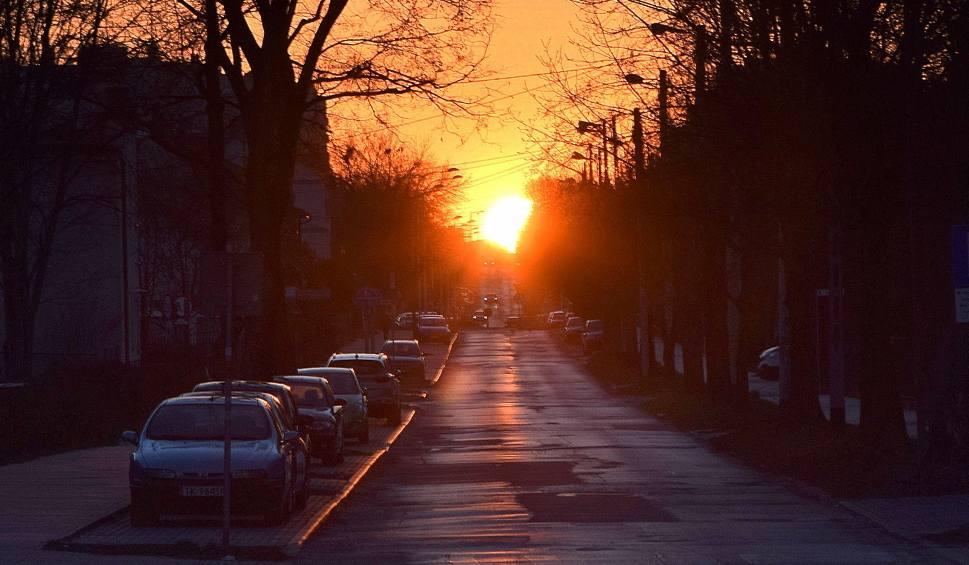 Film do artykułu: Zjawiskowy zachód Słońca nad Kielcami. Zobacz! [WIDEO]