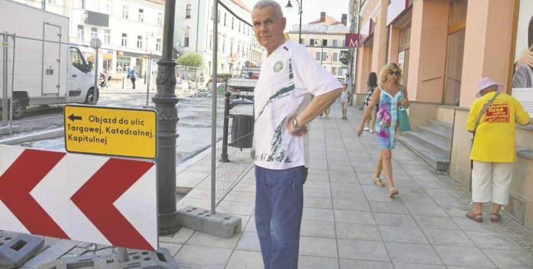 Stanisław Karwat jest zaniepokojony tym, że od kilku dni na ul. Krakowskiej niewiele się dzieje