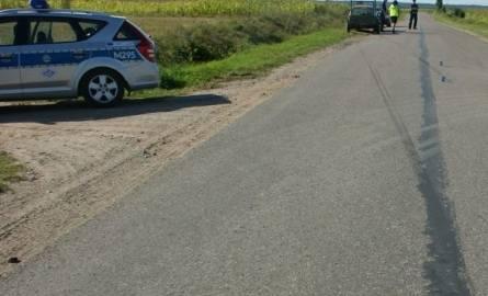 Łomżyńscy policjanci ustalają, jak i dlaczego doszło do tego wypadku.