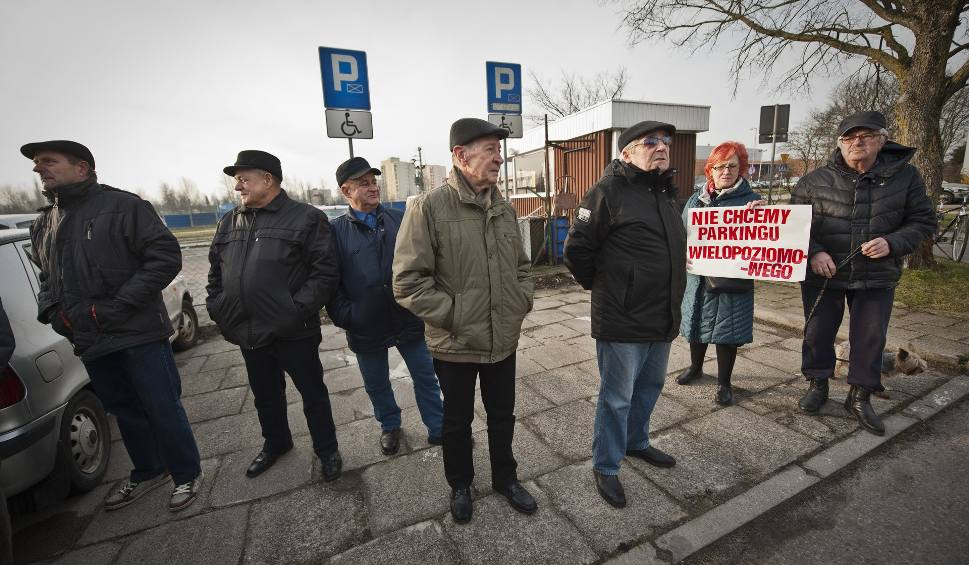 Film do artykułu: Protest w Koszalinie. Mieszkańcy nie chcą parkingu przy ul. Akademickiej [WIDEO]