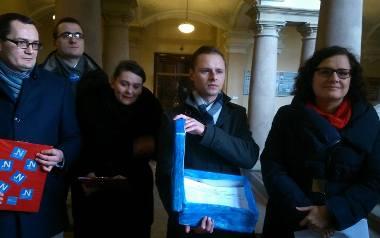 Gdańsk. Złożyli obywatelski projekt uchwały ws. dofinansowania in vitro [ZDJĘCIA]