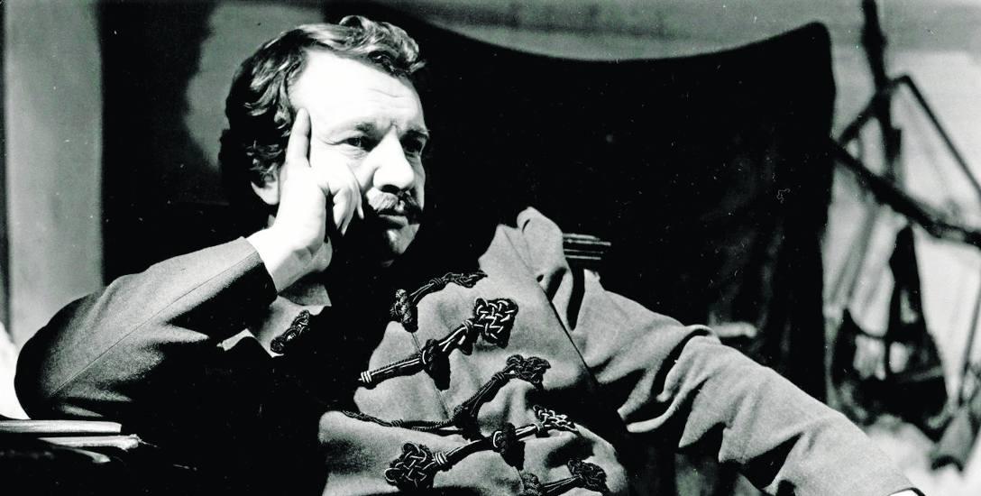 """Marian Cebulski jako Gospodarz w """"Weselu"""" Stanisława Wyspiańskiego w reżyserii Piotra Paradowskiego. Teatr Słowackiego, 1973."""