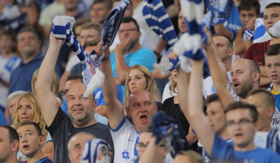 Film do artykułu: Lech Poznań - Genk 1:2: Głośny doping kibiców nie pomógł. Byłeś na meczu? Znajdź się na zdjęciach