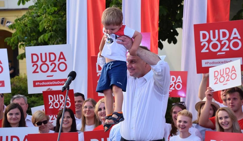Film do artykułu: Prezydent Andrzej Duda w Białymstoku. Rynek Kościuszki zgromadził tłumy zwolenników (zdjęcia, wideo)