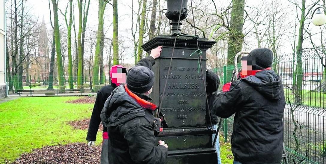 Renowacja pomnika w Szczecinku odkryła jedną z jego tajemnic