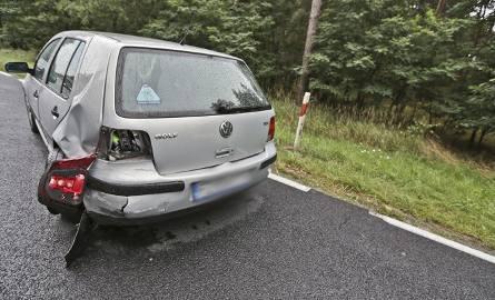 Na trasie Zielona Góra - Nowogród Bobrzański zderzyły się volkswagen golf i passat.