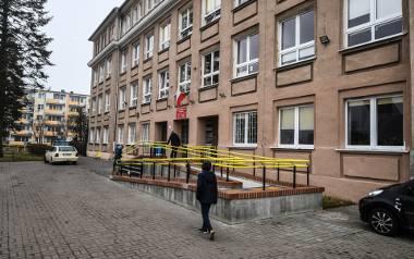 Nauczyciele z ZS nr 30 Specjalnych w Bydgoszczy domagają się wypłaty dodatków za okres od kwietnia do czerwca 2020 r., gdy pracowali zdalnie.