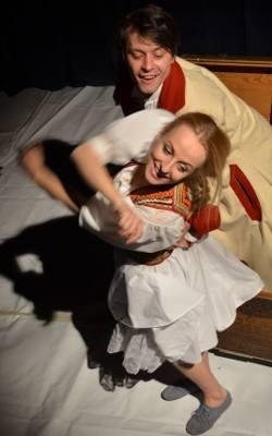 Btl Teatr Malabar Hotel Wystawia Wesele Porannypl