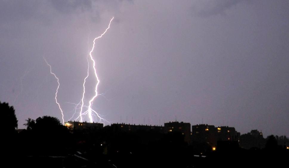 Film do artykułu: Nadchodzą groźne burze! Pogoda na sobotę, 19 sierpnia. Gdzie jest burza? (Radar Online)