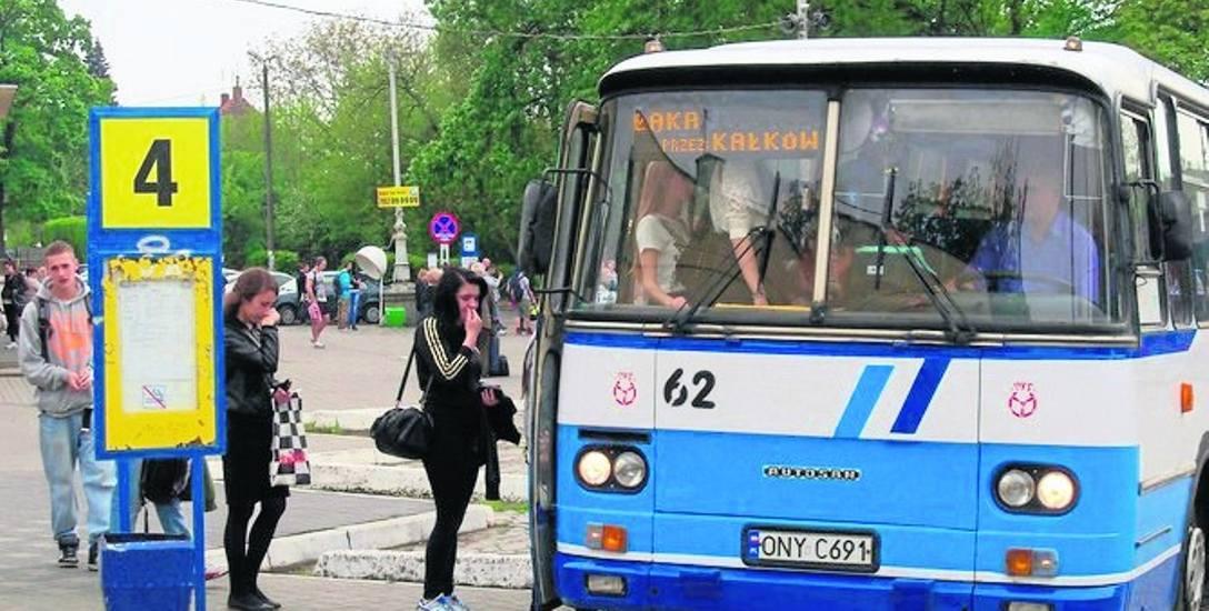 Rząd obiecuje wsparcie do odnawianych przewozów autobusowych. Samorządy czekają na konkrety, a tych brak.