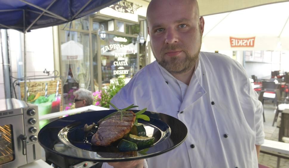 Film do artykułu: Pokazy kulinarne Łukasza Kulika na żywo na deptaku w Radomiu. Przyjdź i skosztuj pysznych dań