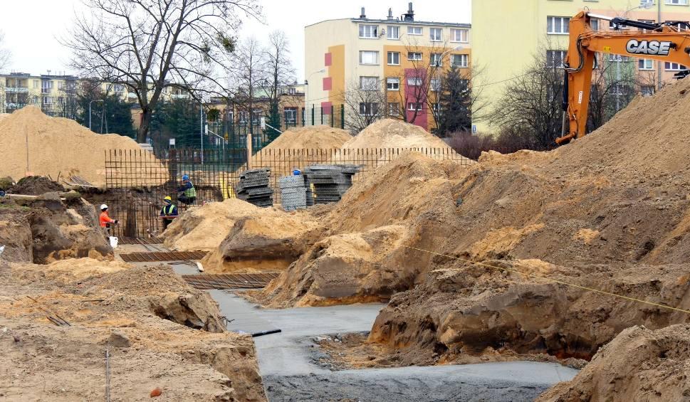 """Film do artykułu: Odmładzanie szkoły, czyli rusza budowa hali sportowej """"trójki"""" w Stalowej Woli"""
