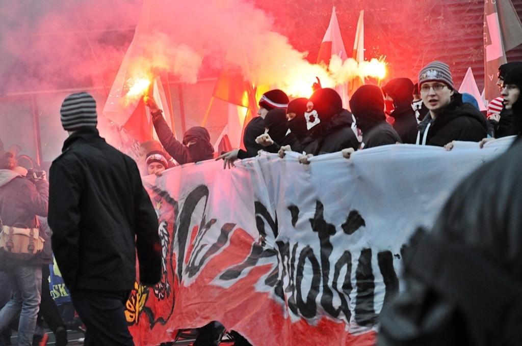 Prawicowa młodzież podczas zakończonego 11 listopada 2013 roku Marszu Niepodległości