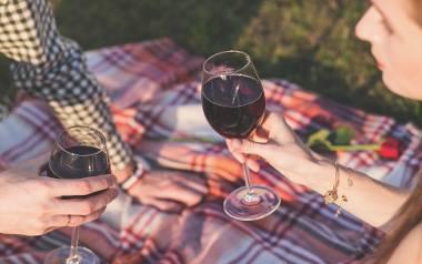 Jeśli pić, to czerwone wino - podpowiada pani profesor. - Poprawia apetyt i wzmaga wydzielanie enzymów trawiennych. Pomaga w trawieniu tłustych potr