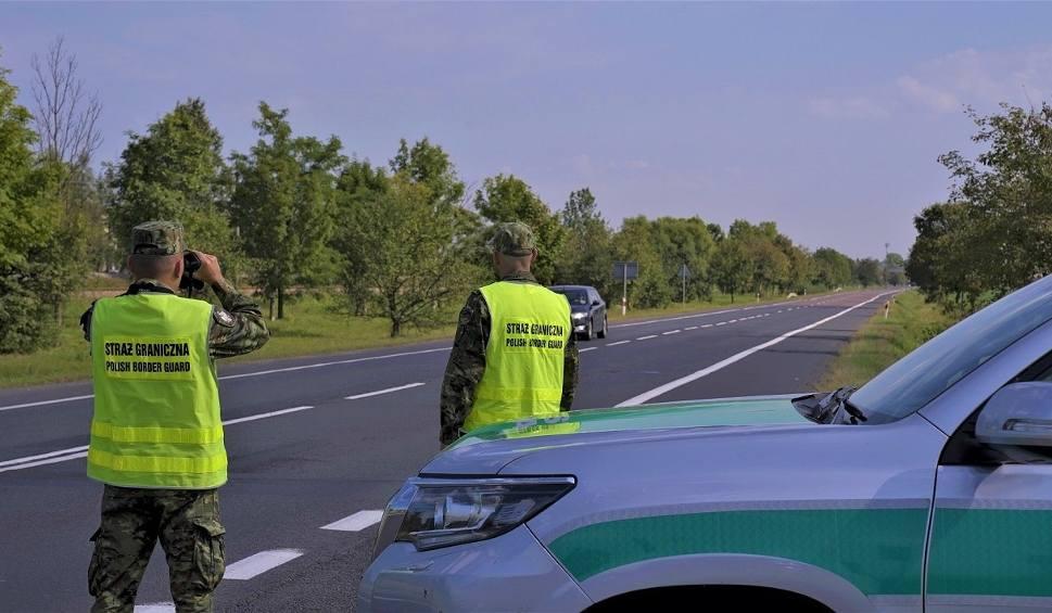 Film do artykułu: Nielegalni imigranci w hotelu w Radymnie. Z Albanii przez Ukrainę i Polskę chcieli dotrzeć do Niemiec
