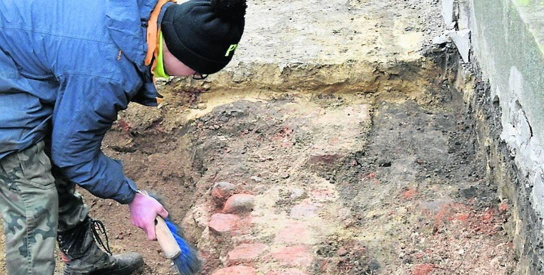 Podczas prac archeologicznych odkryto między innymi resztki muru, które prawdopodobnie są pozostałością katakumb