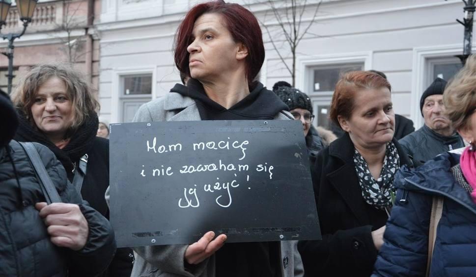 Film do artykułu: Międzynarodowy Strajk Kobiet w Piotrkowie 2018 [ZDJĘCIA+FILMY]