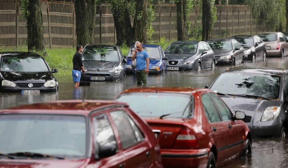 Film do artykułu: Dzisiaj silne burze na Śląsku: Gradobicie i obfity deszcz z gwałtownym wiatrem. 2 st. zagrożenia