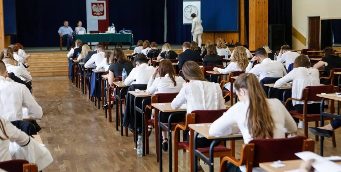 Co decyduje o wyborze szkoły? Na pierwszym miejscu często są rezultaty egzaminów maturalnych.