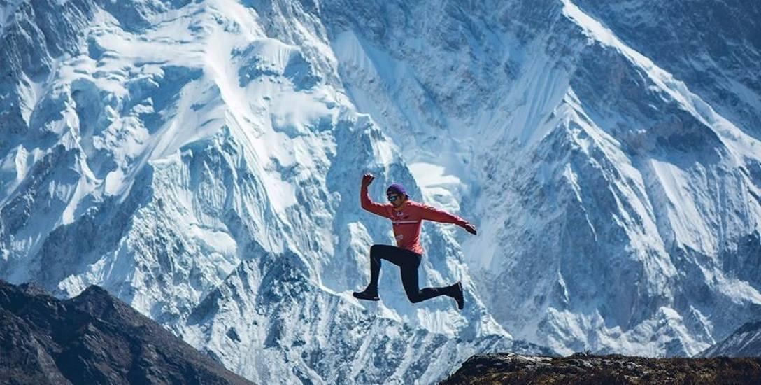 Morderczy bieg, bez tlenu, przez Himalaje