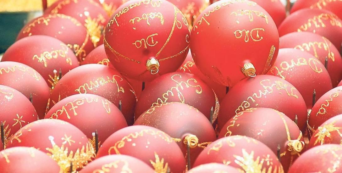 W ten weekend w sklepach w promocji są m. in. ozdoby choinkowe i dekoracje świąteczne.  Po bombki warto też wybrać się  do sklepu Glass Color w Kosz