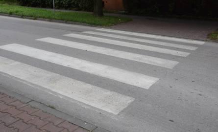 Odnowione przejście dla pieszych na ulicy Armii Krajowej przy skrzyżowaniu z ulicą 11 Listopada.